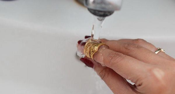 Чем почистить золото в домашних условиях от йода 55
